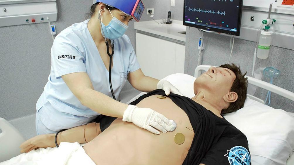 El Centro Inspire tiene salas con simuladores virtuales y maniquíes anatómicos con reacciones realistas.