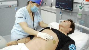 Estudiantes se capacitan en centro de telesimulación al no poder practicar en hospitales