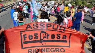 Trabajadores de la salud pública de Río Negro protestan en rutas de la provincia