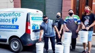 El equipo de logística hace una entrega en el barrio porteño de San Telmo.