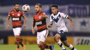Vélez terminó sucumbiendo sobre el final ante la mayor jerarquía de Flamengo