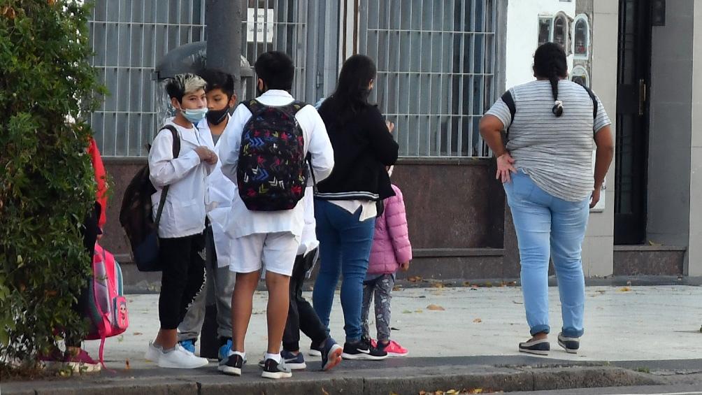 Esta viernes, desde Rosario, el primer mandatario defendió el DNU con el que dispuso la suspensión de clases presenciales.