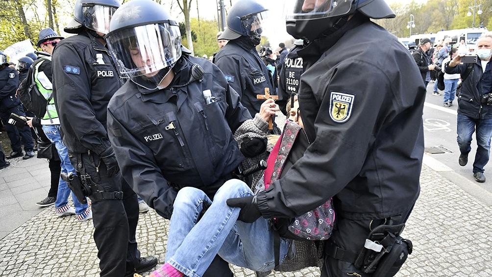 Más de 8.000 manifestantes protestaron contra la política del Gobierno alemán en su lucha frente al coronavirus