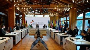 Líderes iberoamericanos buscan soluciones conjuntas para conseguir vacunas