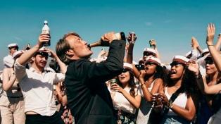 """""""Otra ronda"""" una crítica al alcoholismo en medio de una oda a la crisis de mediana edad"""