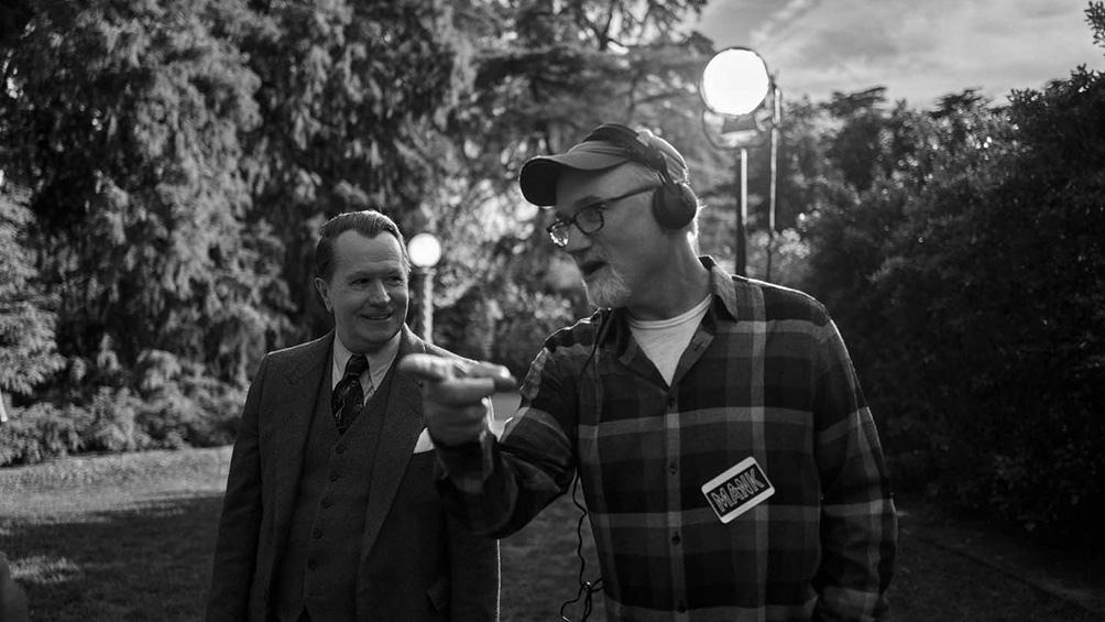 """David Fincher (en la foto, junto a Gary Oldman) llega con""""Mank"""", luego de filmes exitosos como """"Pecados capitales"""" y """"El curioso caso de Benjamin Button""""."""