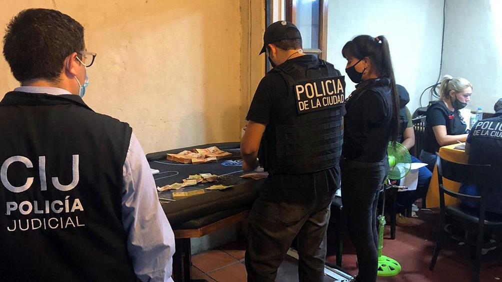 El garito operaba entre las 22 y las 5 de la mañana, en una casona de tres plantas ubicada en Sucre al 900.