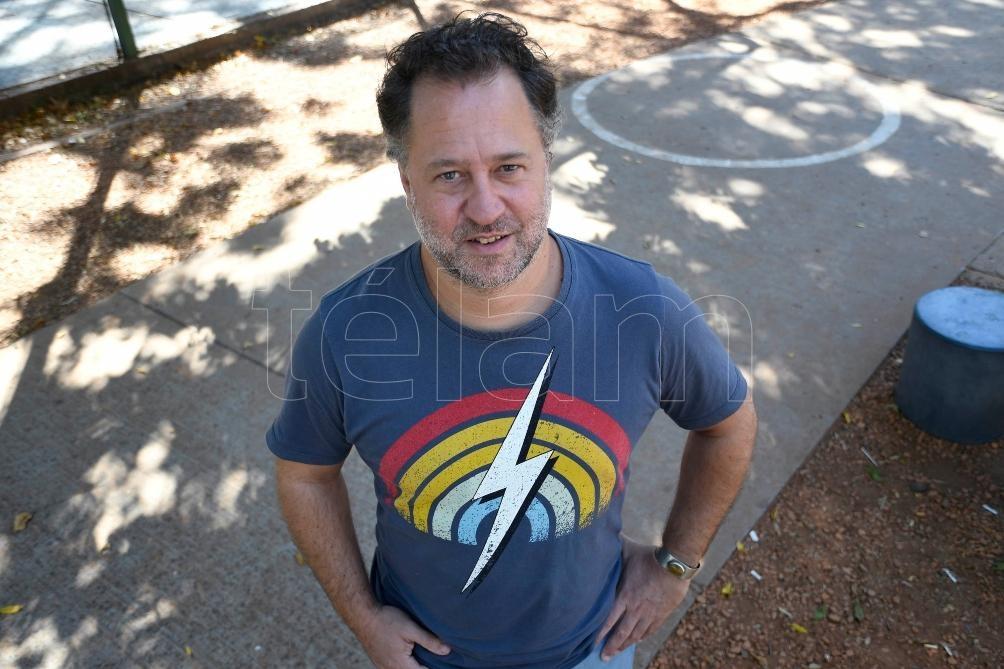 Guerrieri es docente de la licenciatura en Artes de la Escritura de la Universidad Nacional de las Artes.