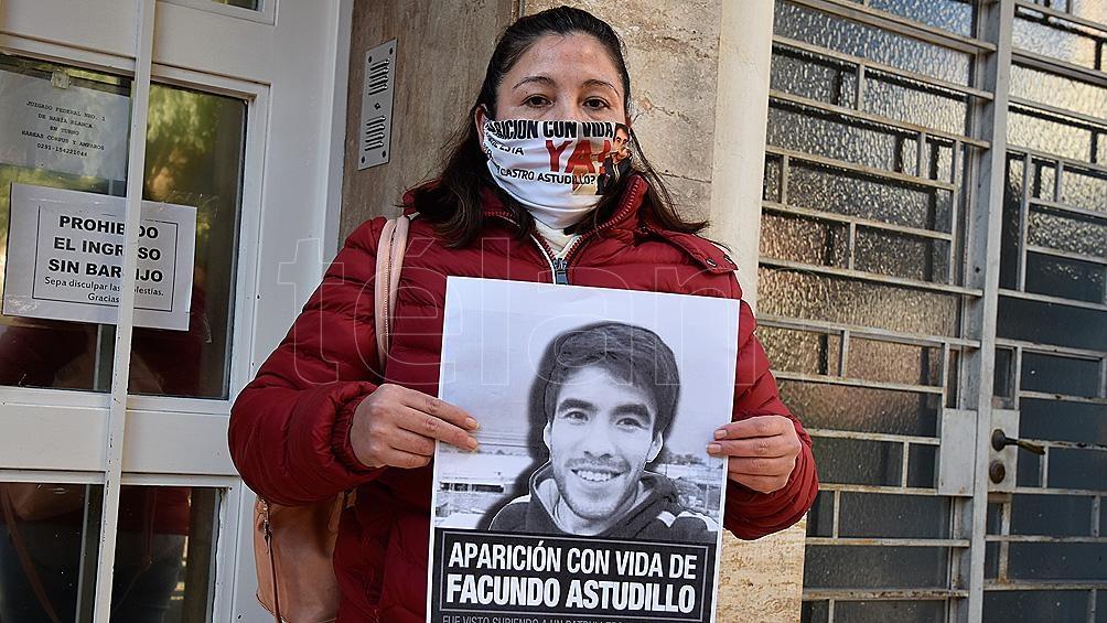 """La madre del joven convocó al """"bocinazo"""" que a las 19 de este viernes se realizará en todo el partido de Villarino."""