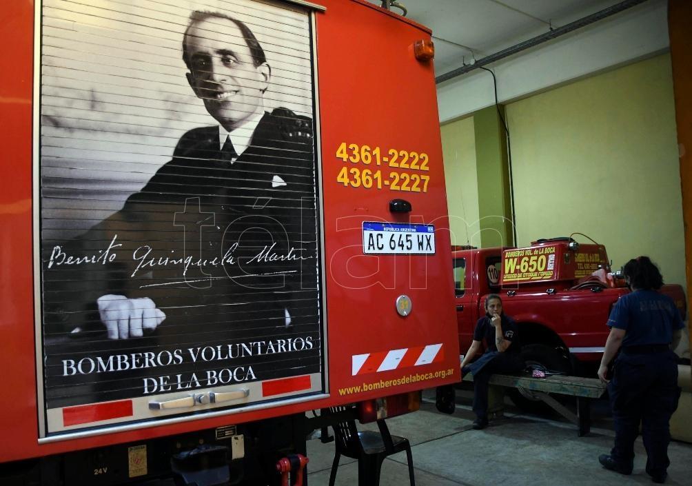 """""""Bomberos de La Boca, querer es poder"""" es el único libro que recolipa los años de vida de Bomberos Voluntarios."""