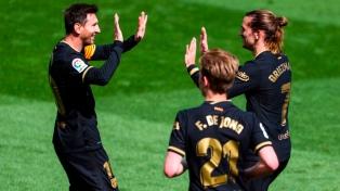 Barcelona venció a Villarreal y le metió presión a Atlético que perdió ante Bilbao