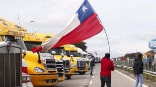 Tierra del Fuego sigue aislada por un bloqueo de camioneros en Chile