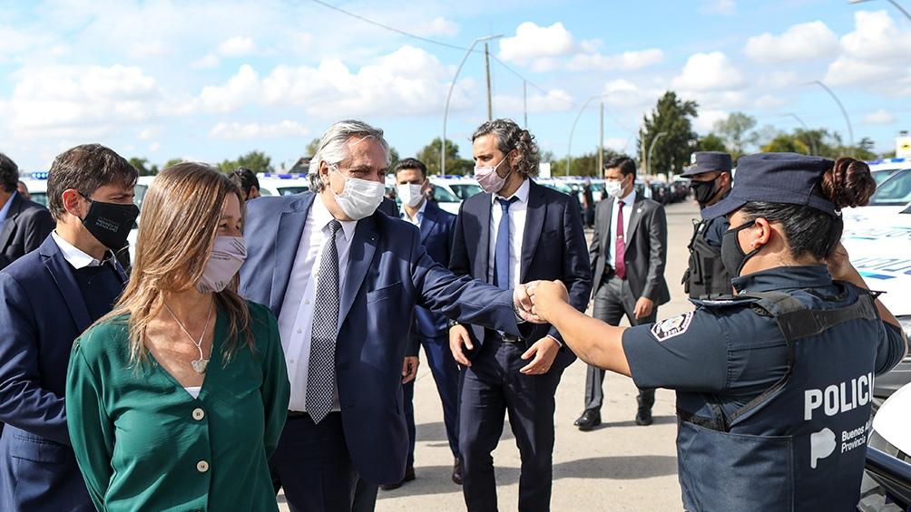 ElPresidente, junto a Sabina Frederic y Santiago Cafiero.