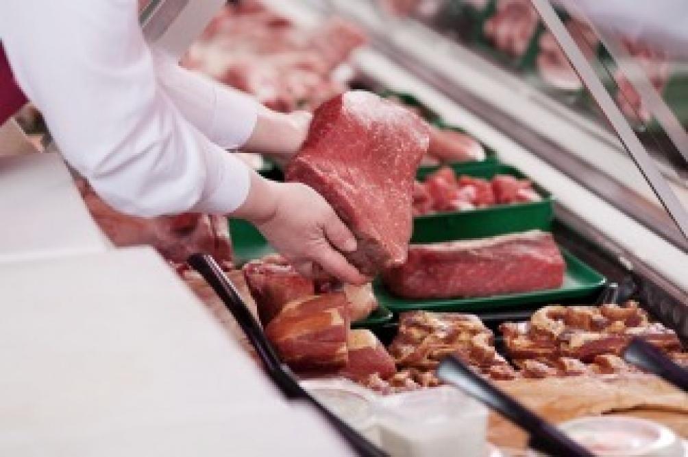 En cuanto a la carne vacuna ya está vigente el acuerdo que involucra a once cortes, ofrecidos a precios más bajos que el promedio del mercado hasta el 31 de diciembre próximo, en 3 mil bocas de expendio de todo el país