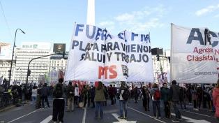 En pandemia, sectores de izquierda marchan en el centro porteño por el salario mínimo