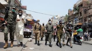 Pakistán reportó un récord de 200 muertes diarias y evalúa confinar algunas ciudades