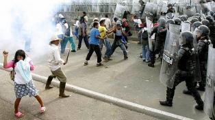 Masivas movilizaciones y paro nacional, en día con récord de muertes por Covid-19