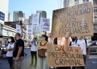 """Gremios docentes porteños realizarán un paro y protestas frente a la presencialidad """"sin burbujas"""""""