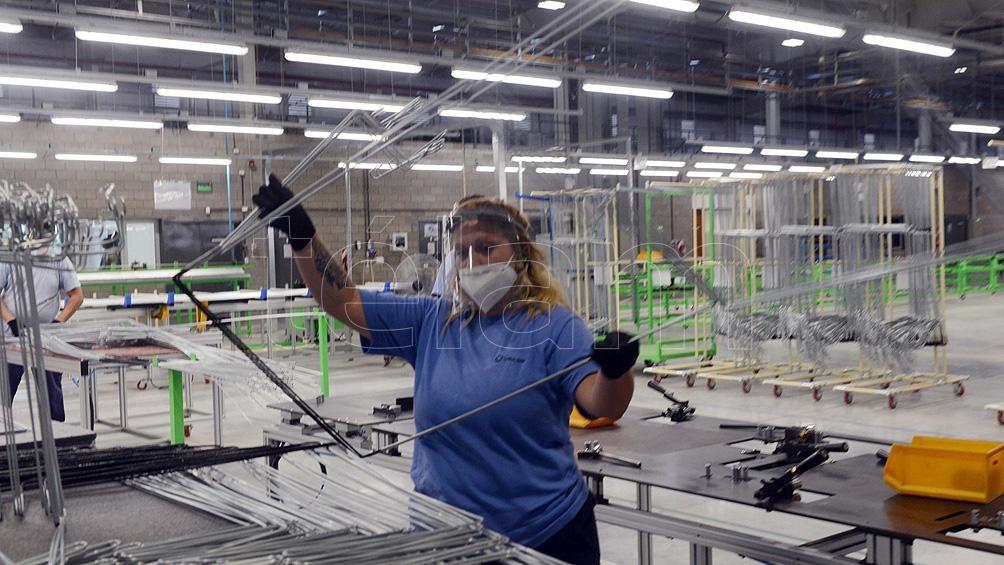 """El funcionario sostuvo que """"el empleo industrial está mostrando una gran recuperación, tenemos 25 mil empleos industriales más que en 2019""""."""