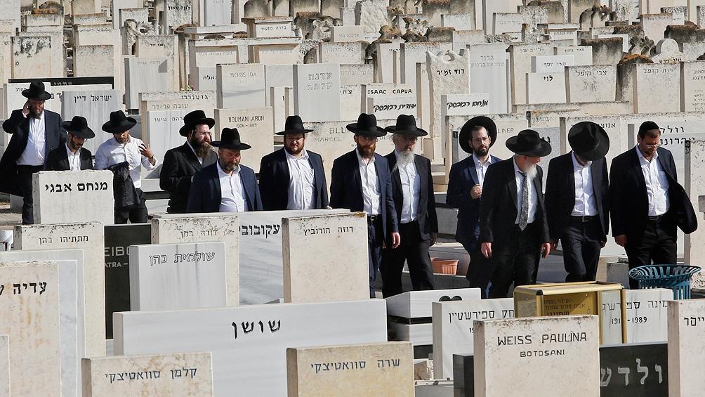 Israel entierra a los 45 muertos, entre ellos un argentino, por la estampida en una fiesta religiosa.