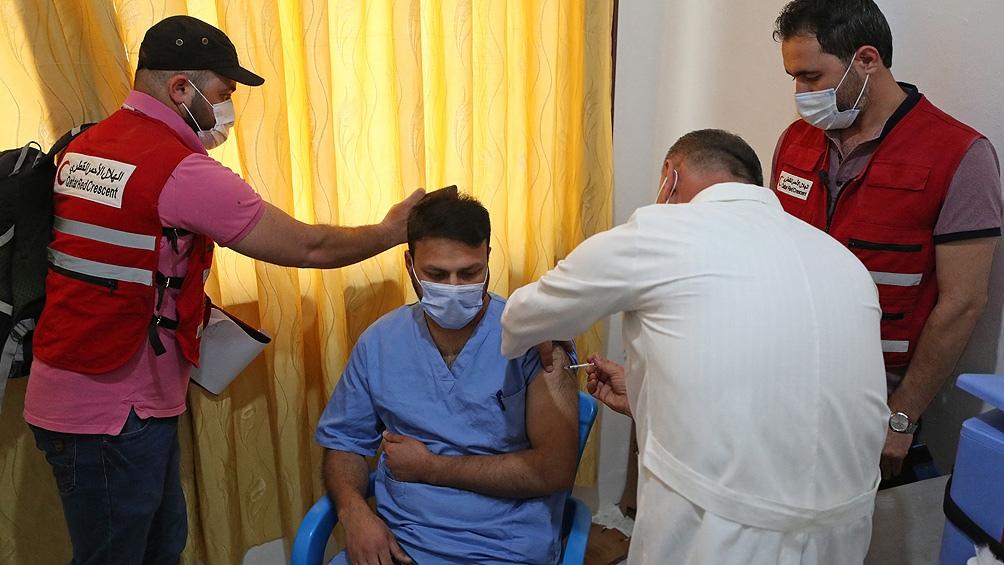 Además del personal médico, esta primera fase está destinada también a los trabajadores humanitarios.