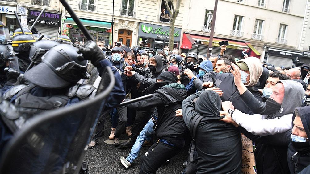 Una 34 personas fueron detenidas durante las protestas por el Día Internacional de los Trabajadores en París.