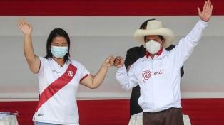 Castillo y Fujimori cruzaron acusaciones, chicanas y promesas en un inusual debate