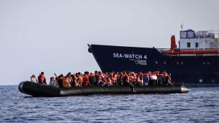 Con 455 migrantes a bordo, el Sea-Watch 4 pide desembarco en un puerto de Europa