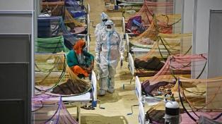 India superó los 400.000 casos diarios y el virus sigue sin dar tregua en Brasil