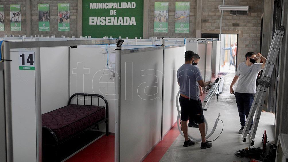 Cuenta con 48 camas y se armó un consultorio para médicos y otro para los enfermeros.