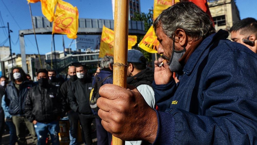 La protesta es encabezada por un grupo de choferes de colectivos, opositores a la conducción de Roberto Fernández al frente de la UTA