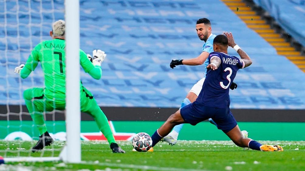 El gol de Mahrez para el City que vence al PSG en el comienzo del partido (Foto: @LigadeCampeones)