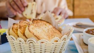 El pan blanco de molde es el más vendido en el almacén de Sintaxis.