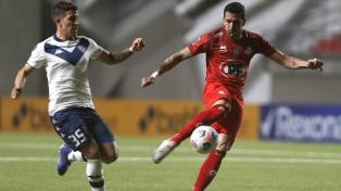 Vélez le ganó a Unión La Calera en Chile y sigue con chances de pasar de fase