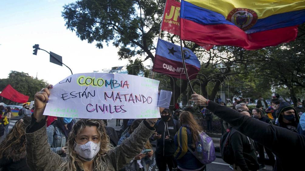Cientos de personas se concentraron frente al consulado colombiano en Buenos Aires