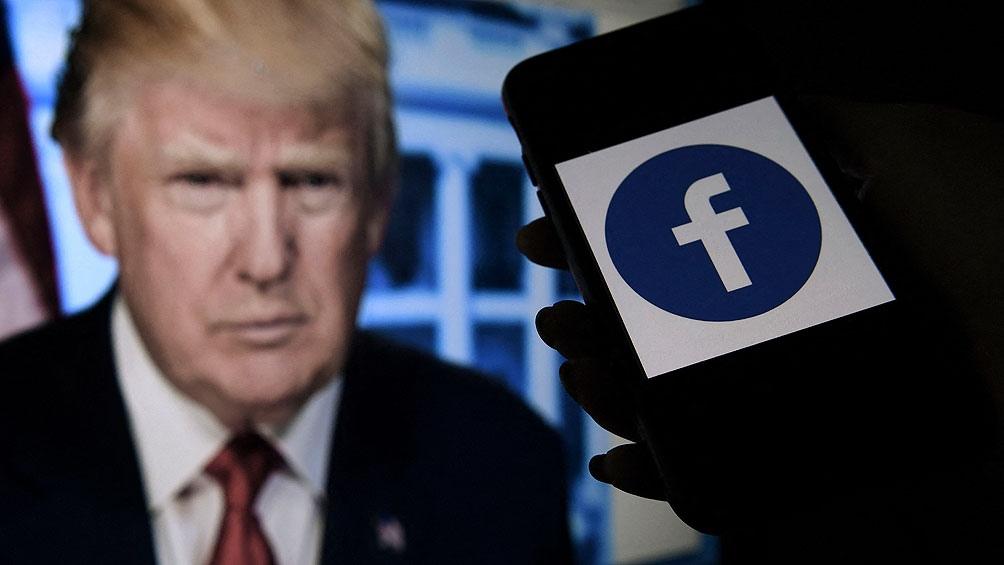 Facebook anunció que la suspensión de la cuenta de Donald Trump durará dos años, el máximo castigo posible.