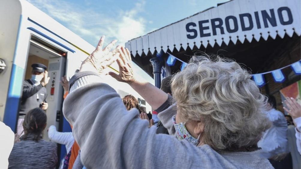 El tren El Tucumano vuelve a detenerse en la estación santafesina de Serodino.