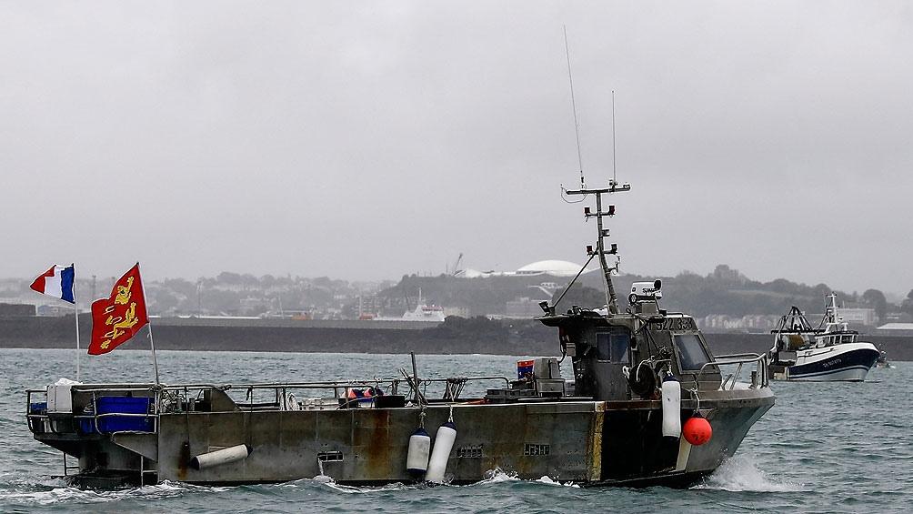 Reino Unido envió dos embarcaciones para monitorear la situación