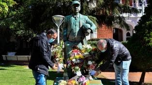 Ferro homenajeó a Griguol con ofrendas florales en su estatua de la sede social
