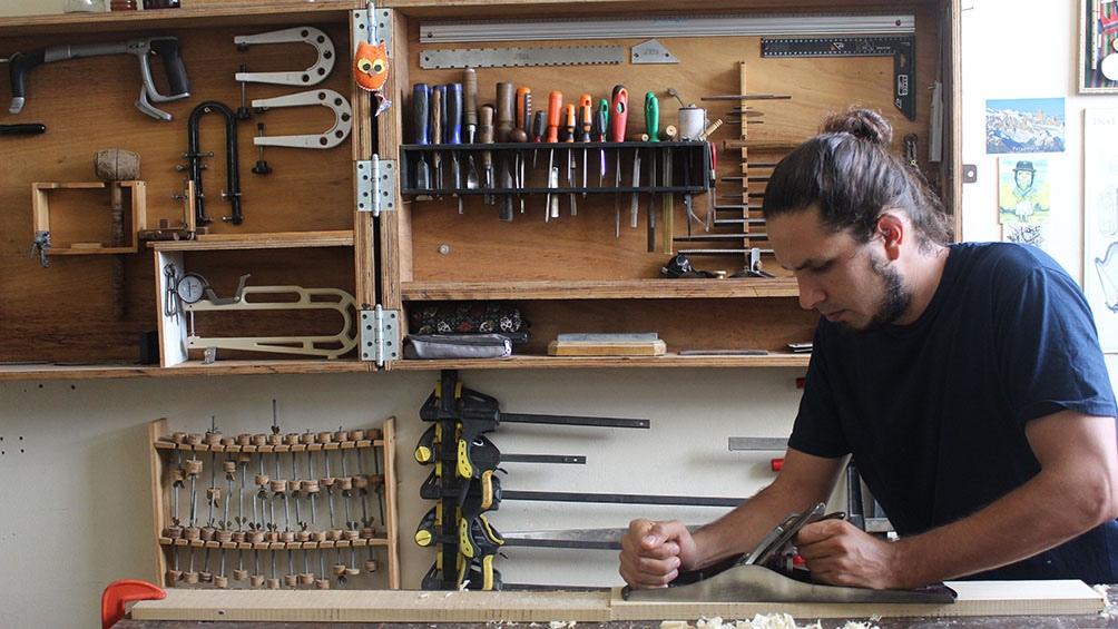 A sus 34 años, Molina pasó casi la mitad de su vida creando instrumentos.