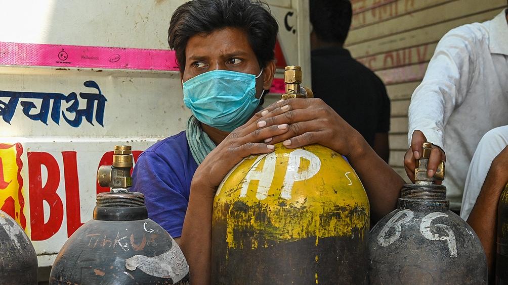 India: se produjo un descenso sostenido del número de contagios que no se vio traducido en una caída en los registros de muertos.