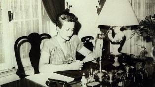 A 102 años de su nacimiento, Evita persiste como mito en sus valores, acciones y advertencias