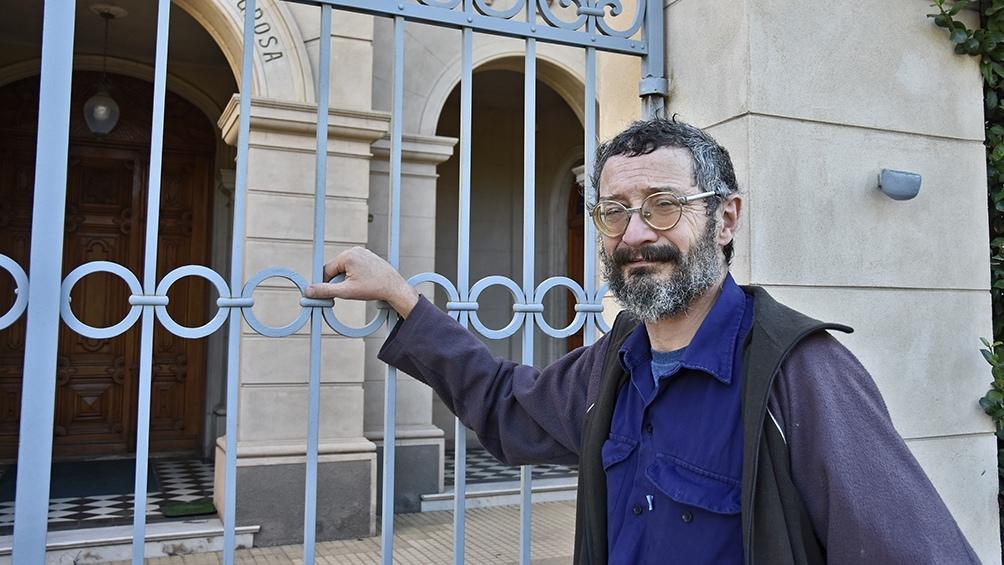 Ortiz es profesor de Letras, e investigador universitario en ensayística argentina e historia regional.