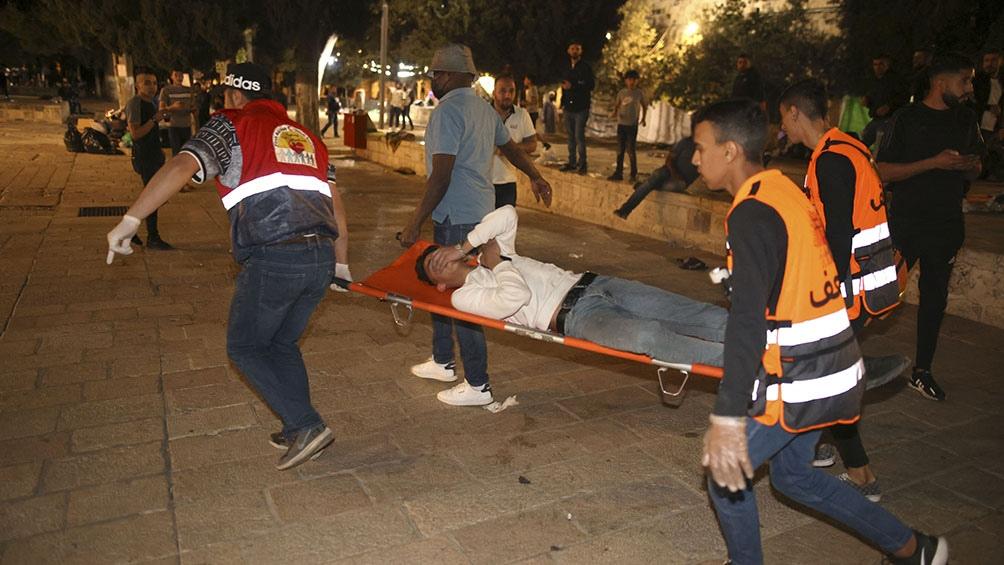 La policía israelí reprimió las protestas hasta provocar escenas de caos y violencia en la Explanada de las Mezquinas.