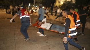 Noche de violencia y represión en Jerusalén en el final de Ramadán