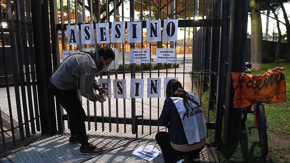 Protesta en defensa de la educación pública, la salud y la vida.