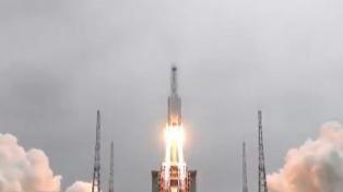 """Un cohete chino, fuera de control: aseguran que representa un riesgo """"extremadamente bajo"""""""