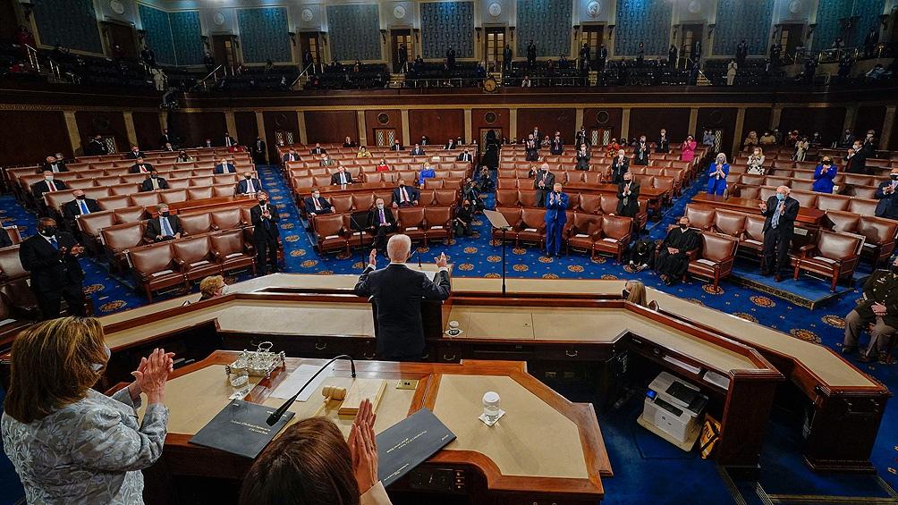 Por ahora, las mayorías oficialistas en ambas cámaras del Congreso se mantuvieron unidas y el Presidente consiguió aprobar el mayor paquete estímulo de la historia moderna del país, valuado en 1,9 billones de dólares.