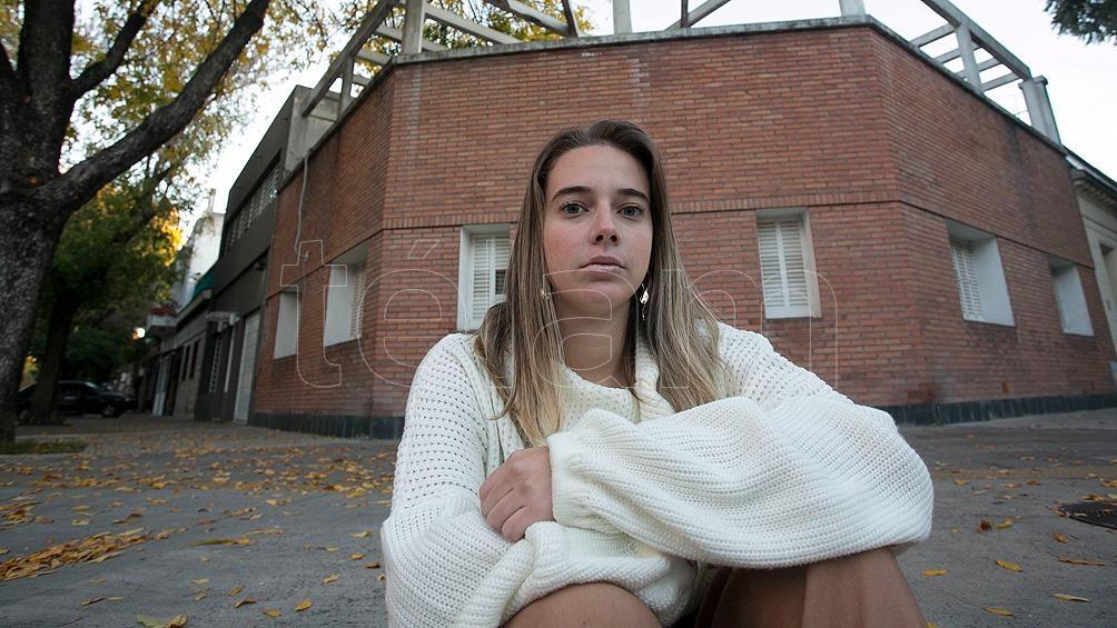 Solana Camaño tiene 24 años, es periodista, comunicadora y formadora en género y Educación Sexual Integral (ESI).