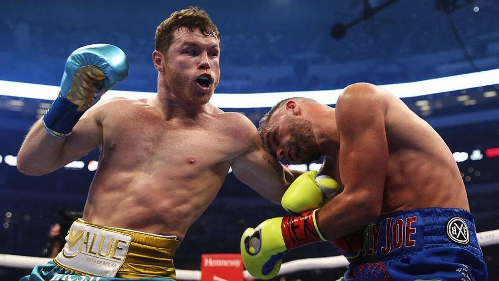 """""""Sabía que ya no iba a seguir porque le quebré el pómulo"""", intuyó """"Canelo"""" tras la pelea que le permitió sumar el cinturón de la Organización Mundial de Boxeo"""